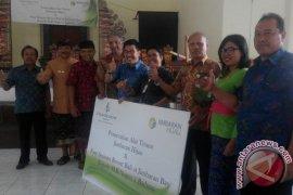 Jimbaran Hijau Serahkan Alat Tenun Bali