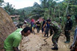 Bencana Tanah Longsor Landa Pamekasan
