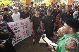 Unjuk Rasa Praperadilan Munarman
