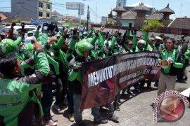 Demo Sopir Go-Jek Bali