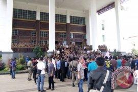 Ratusan Warga Demo Penutupan Jalan Angkutan Batubara
