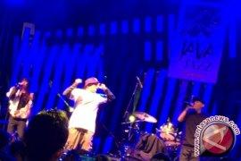 Menikmati Hip Hop Iwa K