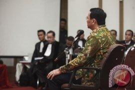 Hakim Tolak Kakak Angkat Ahok Jadi Saksi