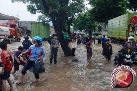 BPBD Jabar kirimkan dua perahu ke lokasi banjir Rancaekek dan Cicalengka