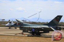 Evakuasi Pesawat Tempur F16 Yang Tergelincir Terus Berlangsung
