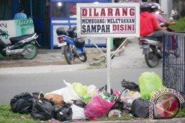 Awas, Buang Sampah Sembarangan Di Karawang Didenda Rp30 Juta