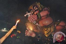 """Masyarakat Bali Arak 7.079 """"ogoh-ogoh"""" Jelang Nyepi"""
