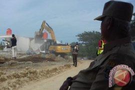 Gubernur Pimpin Pembongkaran Kebun Binatang di Jalur Tol