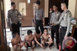 Polisi Dapati Empat Tamu Hotel Di Duga Pesta Sabu