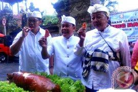 Pemkot Denpasar Gelar Demo Makan Daging Babi