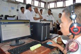 Bupati Nikson Tinjau UNBK SMK di Taput