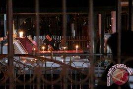 Umat Kristiani bermalam di makam saat Paskah