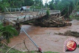 Jembatan Tulung Gunung Mesuji rusak, lintas timur Sumatera macet