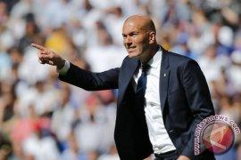 Zinedine Zidane mainkan putranya Luca saat lawan Villarreal