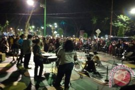"Puluhan mahasiswa FIB UNJA performance ""Street Art"""