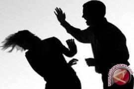 Seorang istri babak belur dianiaya suaminya dipicu ikan asin