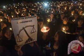 Warga Bali Nyalakan Lilin Untuk Ahok