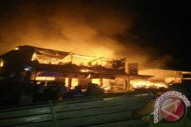 Bupati Tinjau Pasar Siduk yang Terbakar