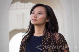 Sutradara asal Blitar  Livi Zheng Raih Penghargaan di The Unfrgettable Gala