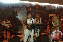 Lady Rocker Era 80-an Luncurkan Lagu Religi