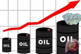 Harga minyak dunia naik karena produksi AS melemah
