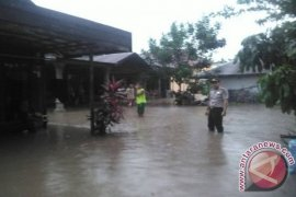 Flood in Binuang, S Kalimantan caused by shallow river