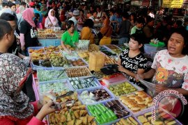 BPOM Awasi Penjualan Makanan di Pasar Ramadhan
