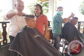 Tukang Cukur Bekasi Dapat Rezeki Nazar Walkot