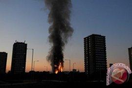 12 Orang Tewas Dalam Kebakaran Gedung Apartemen Di London