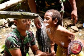 Satgas Pamtas Yonif 410/Alugoro Mengajar di Perbatasan Papua