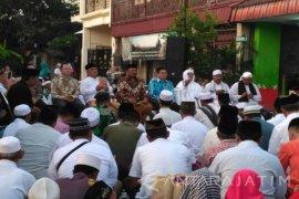 Konjen RRT Beri Santunan Anak Yatim Surabaya