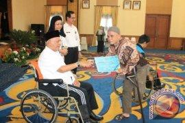 Gubernur Kaltim Memberi Santunan 1.500 Penyandang Disabilitas