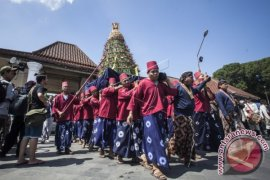 Keraton Yogyakarta bagikan ubarampe berupa 2.700 tangkai rengginang