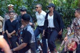 Barack Obama Kunjungi Objek Wisata Tirta Empul (Video)