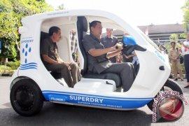 Bali Governor Tests Electric Car Designed In Sweden