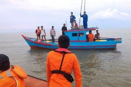 Laka Air, Dua Nelayan Hilang Di perairan Pemangkat