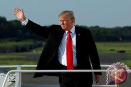 Trump manfaatkan pembantaian SMA untuk serang FBI