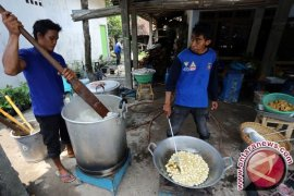 Dinkesos Kepulauan Babel Perbanyak Dapur Umum Untuk Membantu Korban Banjir Belitung