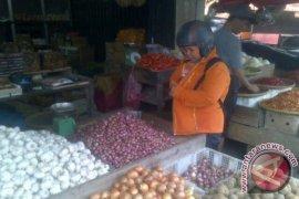 Harga Bawang Merah di Pasar Pangkalpinang Turun Jelang Idul Adha