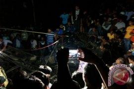 Polisi dan Masyarakat Evakuasi Supir Truk Selama 21 Jam