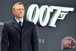Daniel Craig Kembali Beraktif James Bond