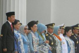 Jokowi Pimpin Upacara Prasetya Perwira TNI/Polri