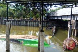 Polisi Olah TKP Speedboat Terbakar