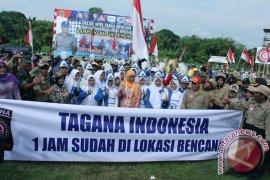 MENSOS MENYERAHKAN BANTUAN KEPADA TAGANA INDONESIA