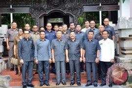 Gubernur Pastika Berbagi Pengalaman Kepemimpinan Pada Perwira Polri