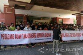 Pedagang Surabaya Tolak Penutupan Tiga Pasar Tradisional