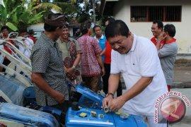 Bantuan Traktor Petani Untuk Meningkatkan Produksi Pangan