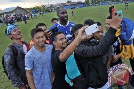 Persib Bandung Memutus Kontrak Carlton Cole