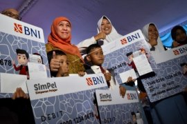 Mensos Pantau PKH Tiga Kabupaten di Kalbar