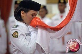Delapan anggota Paskibraka Nasional 2020 mendapat  kehormatan dikukuhkan Presiden Jokowi